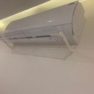 الإستعمال اليدوي لتحريك موجه تدفق هواء المكيف