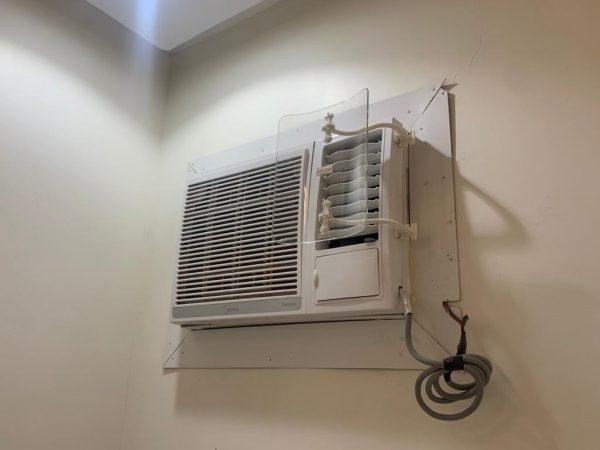 موجه تدفق هواء مكيف النافذة