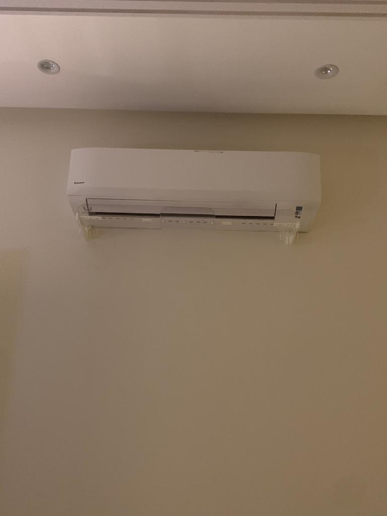 موجه هواء المكيف في جدة